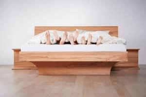 Wie Bewegung und die richtigen Schuhe den Schlaf verbessern