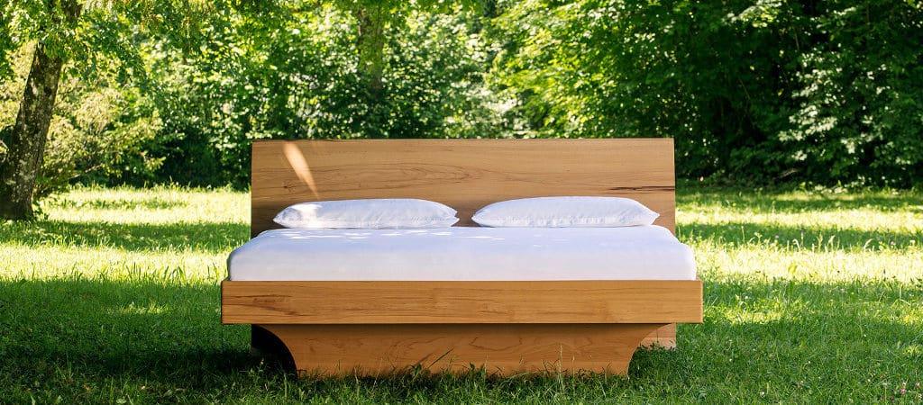 SAMINA Bett im Grünen 1024×450