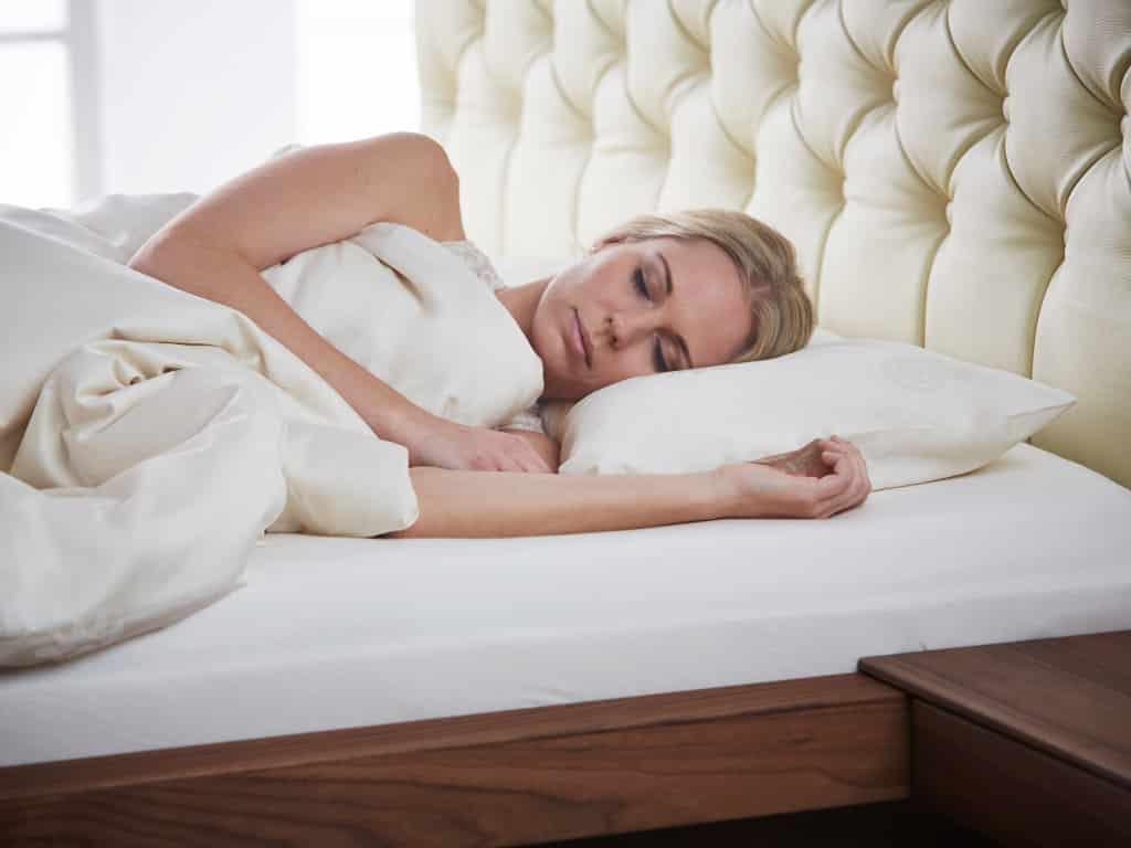 das richtige kissen einfach gesund schlafen das schlaf magazin. Black Bedroom Furniture Sets. Home Design Ideas