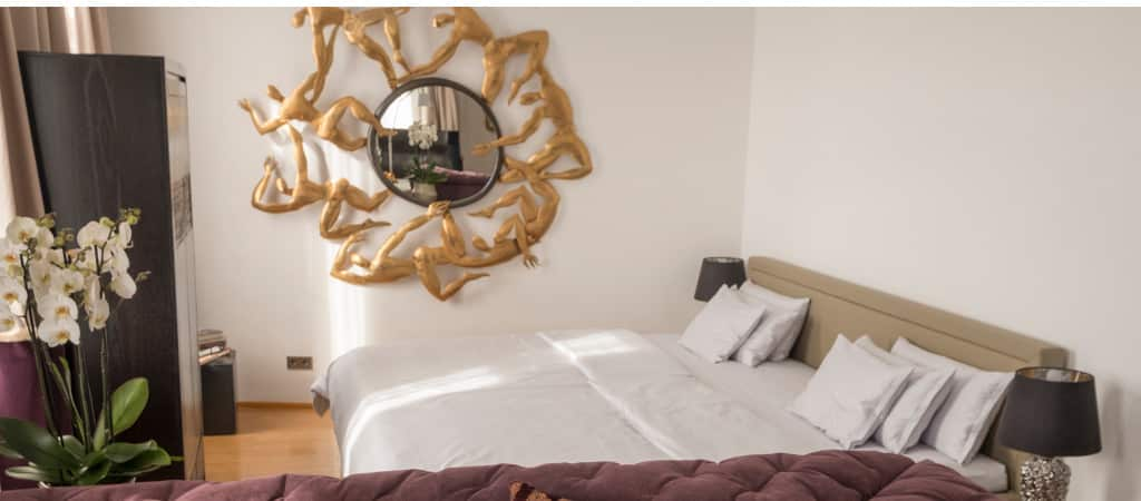 houseoftime-bett-spiegel-1024×450